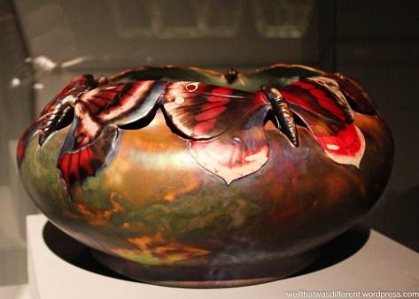I love this ceramic vase.