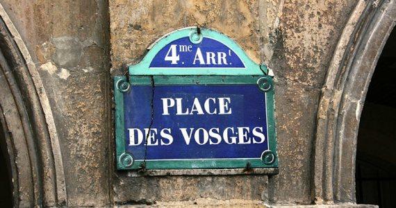 Place des Vosges sign