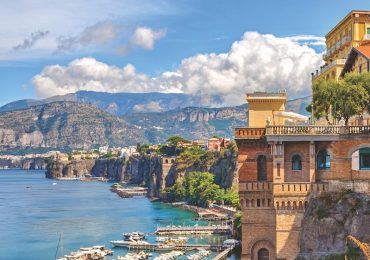 The Bay of Naples 800x600 - Image courtesy Back-Roads Touring