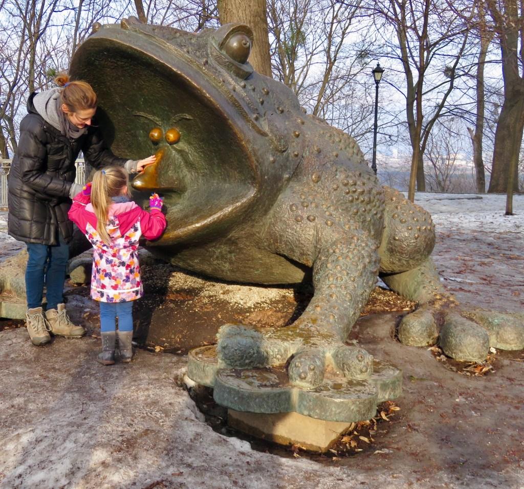 The money frog in Khreshchatyi Park