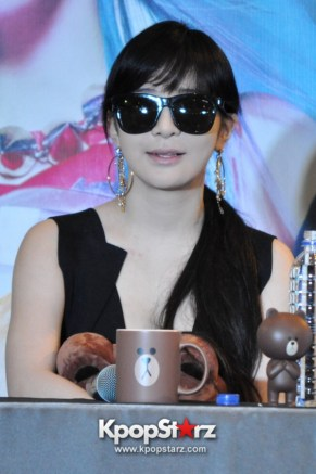 2ne1-at-open-press-conference-in-singapore-its-the-music-we-get-to-do-the-things-that-we-want-to-do-photos (3)