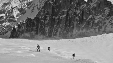 Wind whipping in spin drift on the arete ridge
