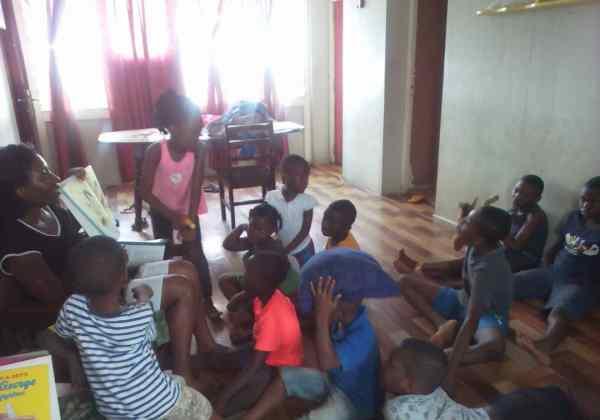 بريسيلا، سفيرة القراءة في غانا
