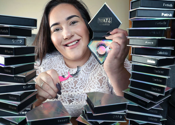 Wat Cosmetics false eyelashes