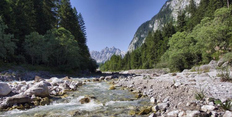 Flussbett-Berge