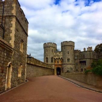 In Windsor Castle verbringt die Queen immer noch ihre Wochenende.