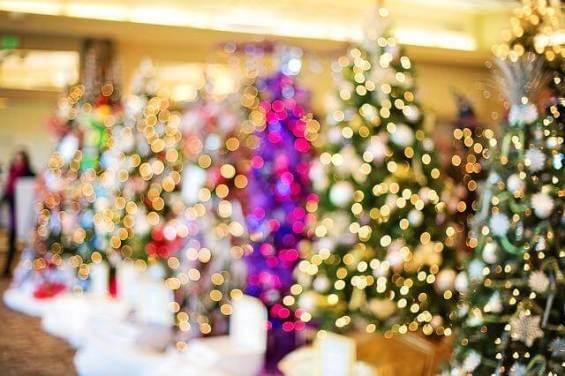Westliche Weihnachtsbräuche halten Einzug
