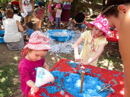 Kids fun with Smurf ice