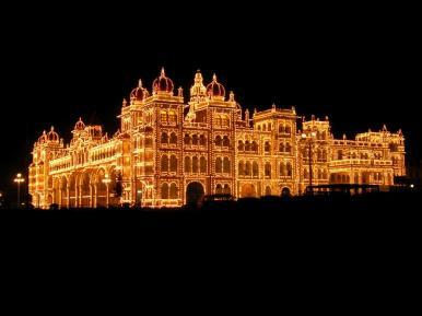 Palast in Mysore bei Nacht