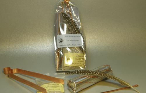 Räucherzubehör mit Zange, Löffel, Kohle, Sand & Feder