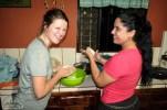 Bei Dina versuche ich mich einen anderen Abend an der Zubereitung von Tortillas aus Mais. Das ist wieder eine ganz andere Geschichte.