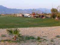 Auf dem Campingplatz sind viele Expeditionsfahrzeuge zu finden.