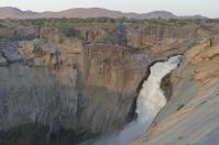 Der Hauptfall der Augrabies Wasserfälle führte bei unserem Besuch 61 cbm Wasser pro Sekunde. In Spitzenzeiten waren es schon über 4000 cbm.