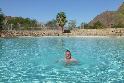 Endlich mal wieder Bottich. Das Wasser im Pool von Ai Ais hat angenehme 35 Grad...