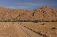 Die Koiimasis-Ranch liegt direkt an einem Felsmassiv