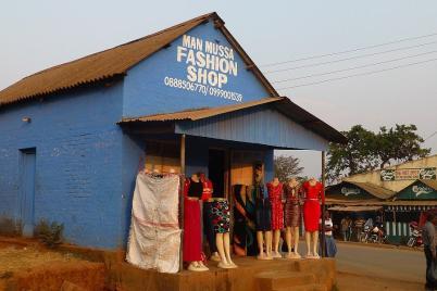 Auch ein Geschäft für exklusive Mode durfte nicht fehlen.