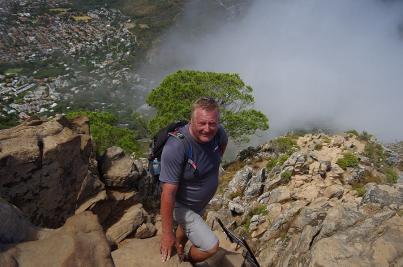 Die Wanderung zum Lions Head hat einige Kletterpassagen. Der Weg führt einen schmalen Grat hinauf. Schwindelfrei sollte man sein.