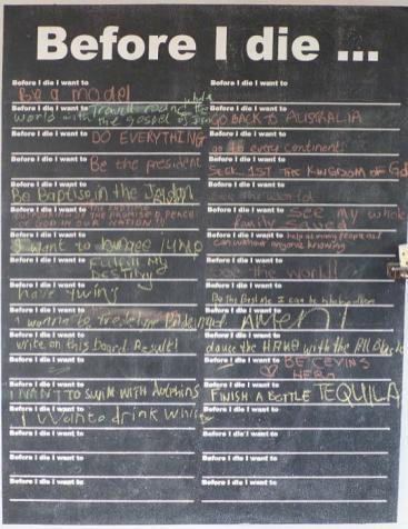 In einem Restaurant entdeckten wir diese Tafel. Dort kann man Wünsche niederschreiben, die man sich zu Lebzeiten noch erfüllen will. Bemerkenswerterweise stand dort oft geschrieben, dass die Schreiber sich wünschten, eine Weltreise zu machen.