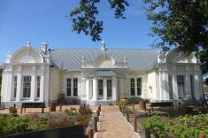 Eines der schönsten Häuser in George ist das Gebäude, in dem heute die Touristinfo untergebracht ist.