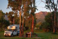 Der Campingplatz von Lady Grey in der Abendsonne. Der Berg im Hintergrund sollte am nächsten Tag bezwungen werden...