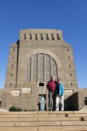 Wo ist die andere Hälfte vom Völki? Die fehlt am Voortrekker-Monument in Pretoria.