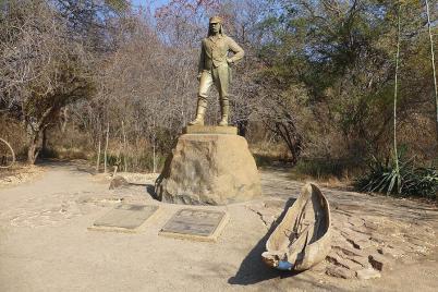 Schaut etwas grimmig drein, der Herr Livingstone. Bei dem Expeditionsmaterial kann man das verstehen.