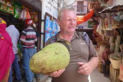 Vielleicht doch zu schwer fürs Handgepäck, eine Jackfrucht wiegt rund 15 Kilo.
