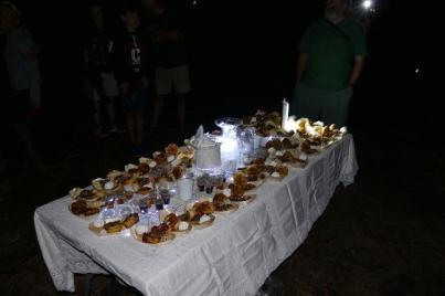 Liebevoll war die Tafel zur Earth Hour auf dem Moon Rock angerichtet...