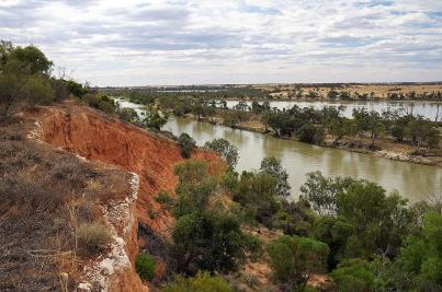 Hätten wir gern vom Fluss aus gesehen - die orangenen Felswände am Murray River...