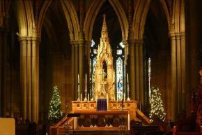 Festlich geschmückt ist auch die St. Patricks Kathedrale in der Stadt...