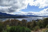 Diese Brücke in Hobart stürzte im Januar 1975 ein, als ein Schiff in der Mitte hängen blieb. Etliche Fahrzeuge fielen damals in die Tiefe.