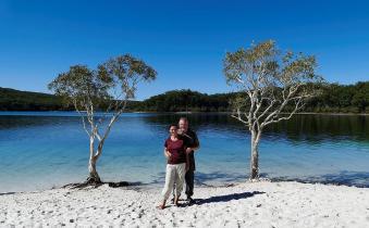 Malerisch liegt der Lake McKenzie mitten im Regenwald von Fraser Island.