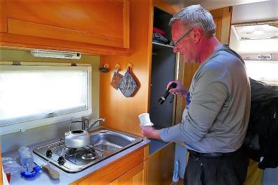 Kein Wasser zum Frühstück – die Reinigung des Tanks bringt so Einiges zu Tage.