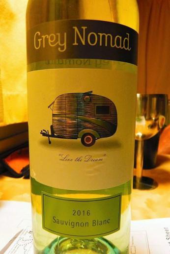 Den australischen Grey Nomads ist sogar ein Wein gewidmet. Wir hatten Kopfschmerzen davon.