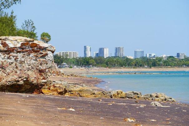Vom East Point hat man einen schönen Blick auf die nicht ganz so hohe Skyline von Darwin.