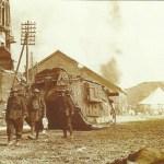 Tank Mk IV (weiblich) in den Strassen von Peronne
