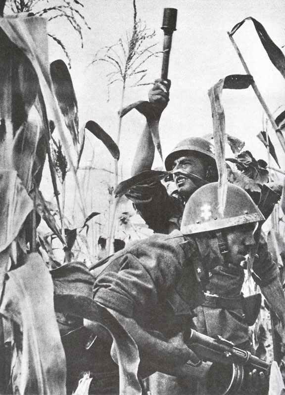 Soldaten der slowakischen Schnellen Division im Kampfeinsatz an der Ostfront.