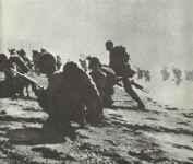 Amerikanische Marineinfanterie landet am Strand von Guam.