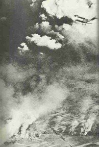 Deutsches Flugzeug über Schlachtfeld von Tannenberg