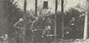 Deutsche Truppen bei einem Gegenangriff im Raum Arnheim