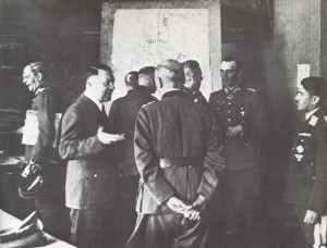 Lagebesprechung im Führerhauptquartier im Sommer 1942