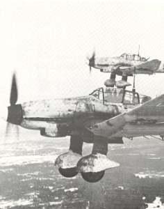 Junkers Ju 87 D Stukas auf ihrem Weg zu einem Ziel in der Nähe von Leningrad