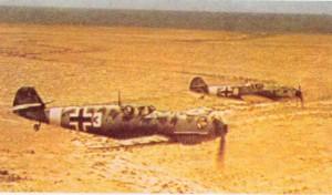 Messerschmitt Bf 109 E-4/Trop Jagdflugzeuge vom JG 27 beim Flug über der Cyrenaika in Libyen