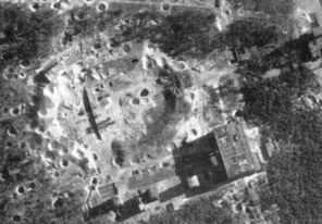 Luftbild von der Raketenversuchsanstalt in Peenemünde nach englischem Luftangriff