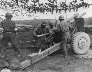 US M2 105mm Haubitze im Feuergefecht