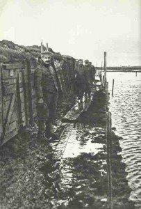 Deutsche Stellung an der überfluteten Yser