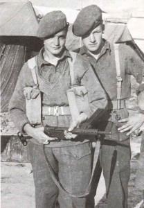 Soldaten mit Sten Mk 2