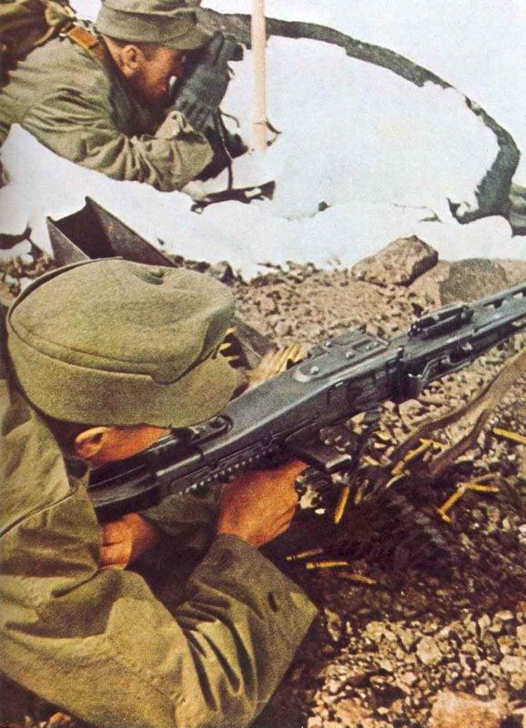 Gebirgsjäger im Kaukasus mit MG 42