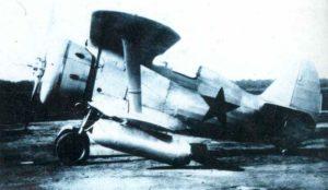 Polikarpow I-153 Jagd-Doppeldecker in Wintertarnfarbe