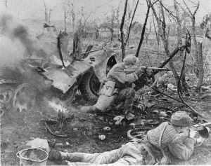 Russische Soldaten mit PPSh Maschinenpistolen
